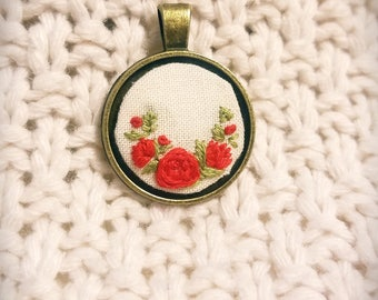 Red rose embroidered necklace