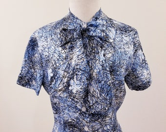 Bow Front Detail 38 Bust 60/'s Does 40/'s Vintage Blue Print Blouse