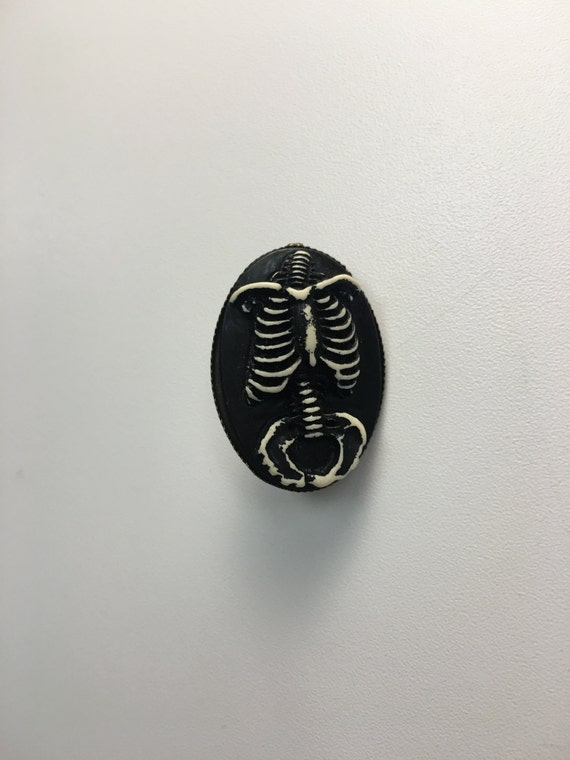 the redchurch // creepy cameo pin