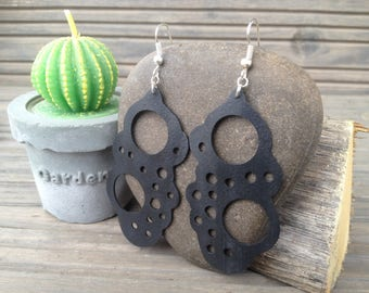 Earrings made of recycled rubber
