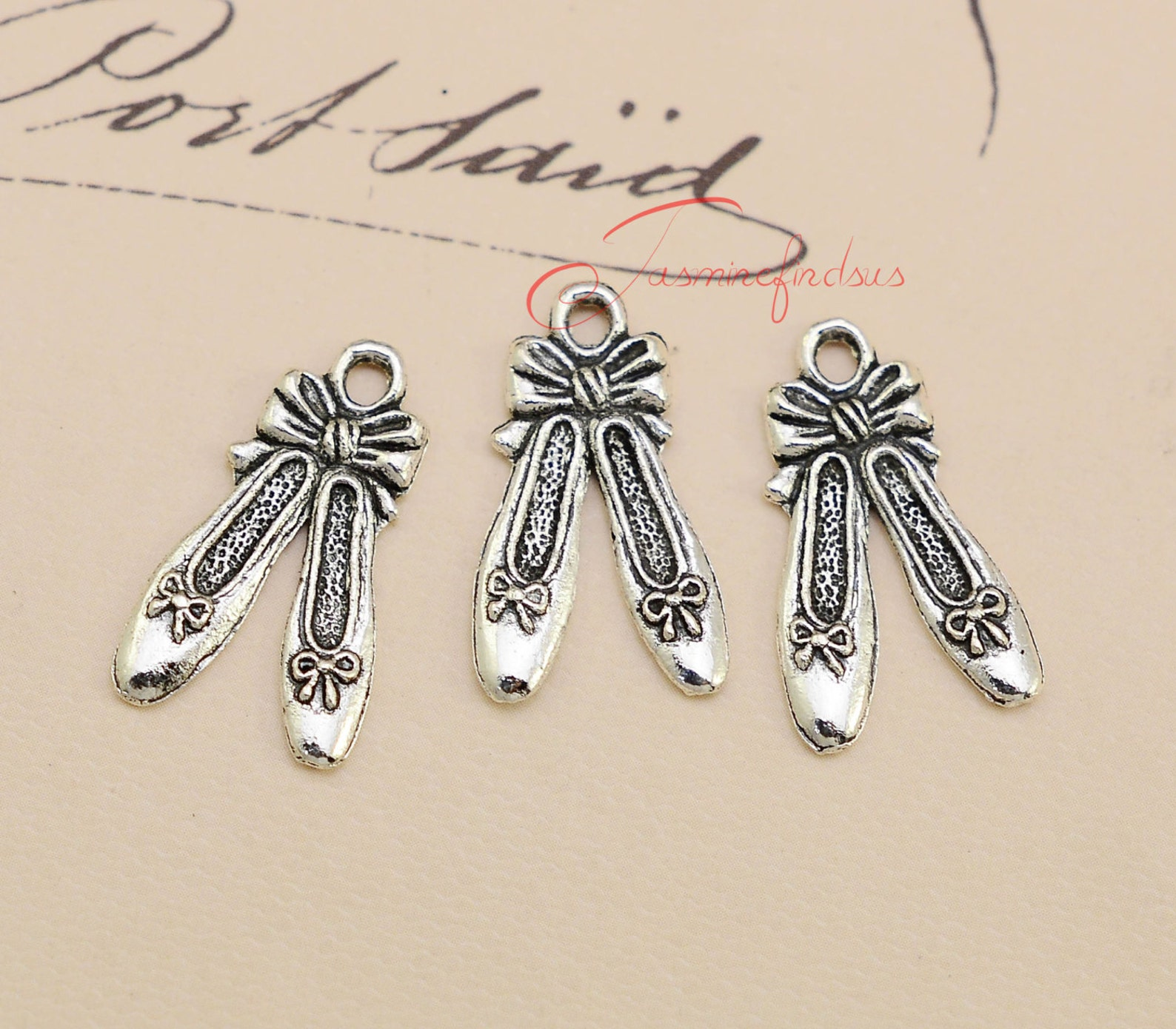 25pcs--21x13mm ,ballet slipper charms, antique tibetan silver ballet slipper charm pendants, jewelry making findings