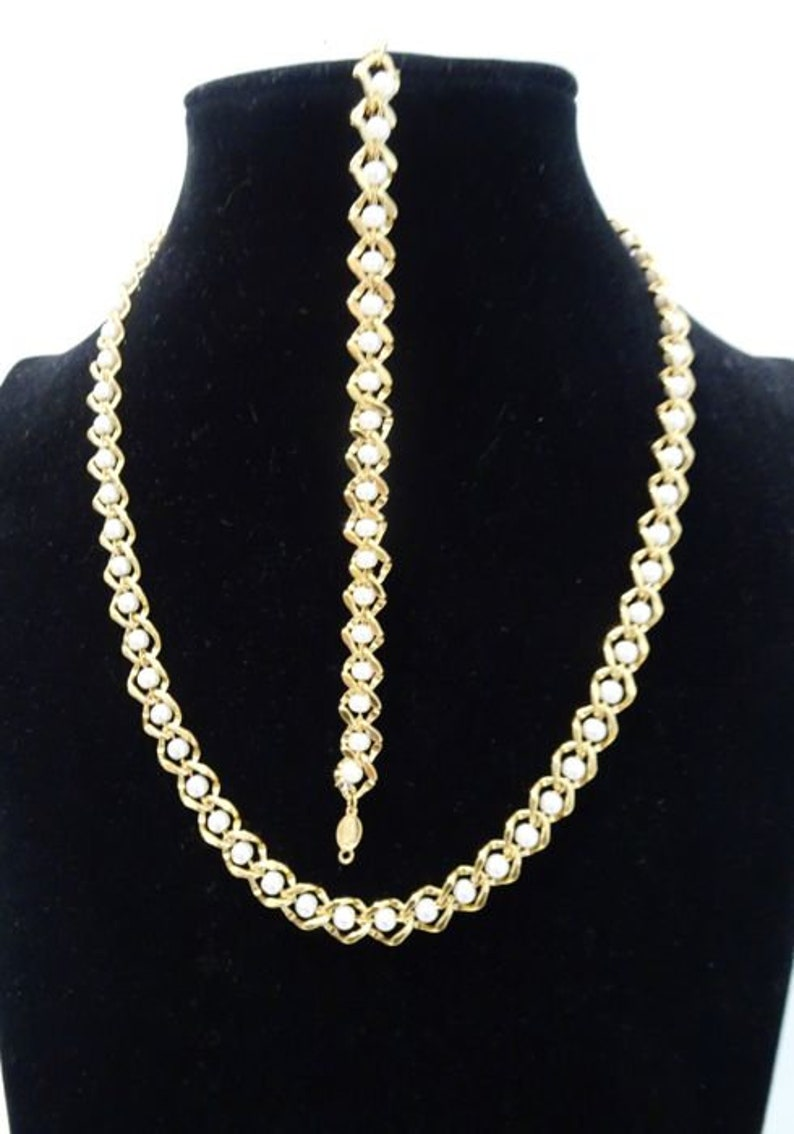 1980s Gold tone with faux pearls Demi Parure Necklace and bracelet Signed NAPIER