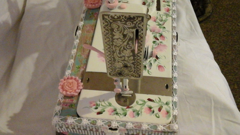 Gorgeous Vintage Sewing Machine Shabby chic hand painted 1901 Singer Sewing Machine Work of Art so French Country perfect hp Pink roses
