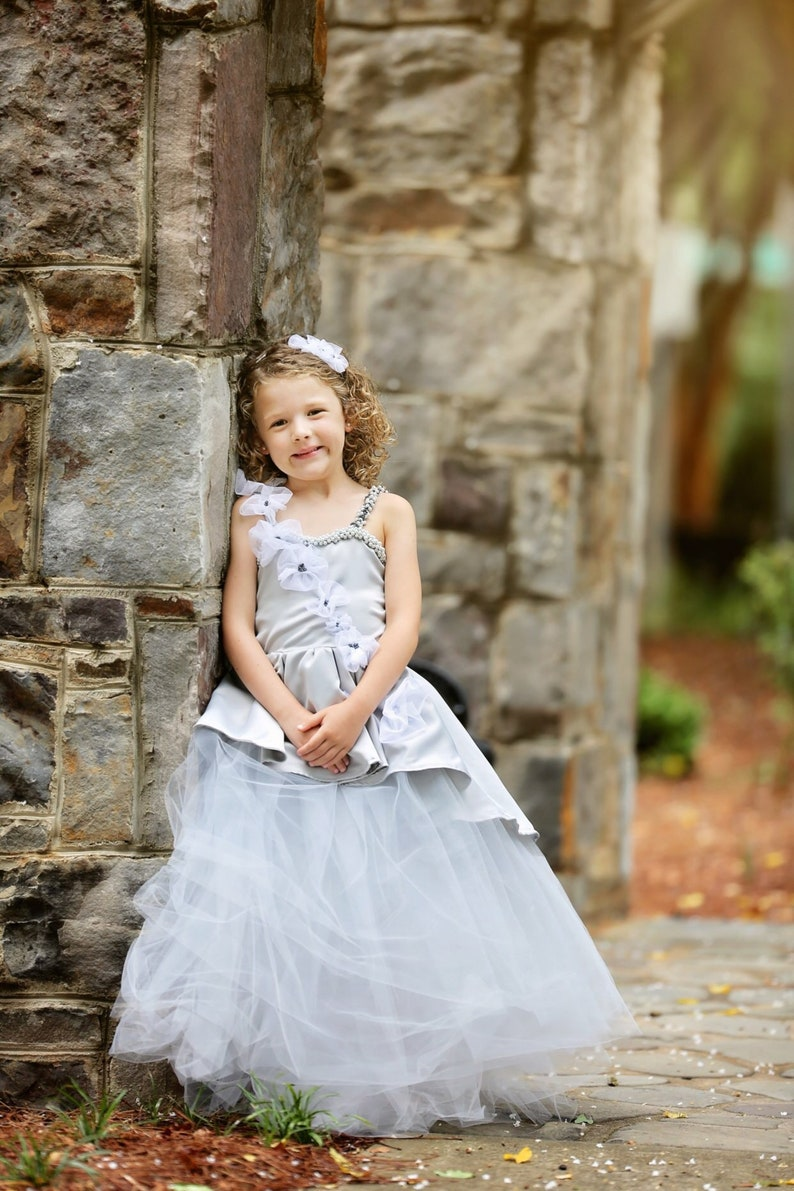 Tulle dress with pearls for flower girl Tutu dress with flowers grey flower girl dress with pearl Grey flower girl dress for weddings