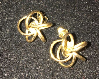 "14k gold circles stud earrings. Earrings measure approximately 1/2"" round."