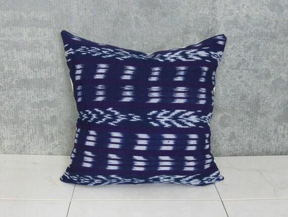 Housse de coussin guatémaltèque violet bleu marine et Blanc / Indigo Textile ethnique Guatemala Amérique du Sud Corte tissu coton bio main filé métier à tisser