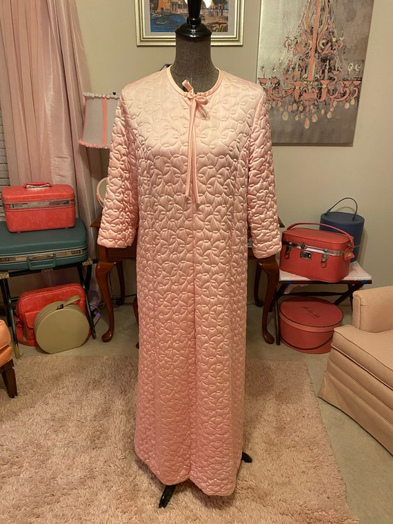Vintage pink quilted satiny Vanity Fair zippered r