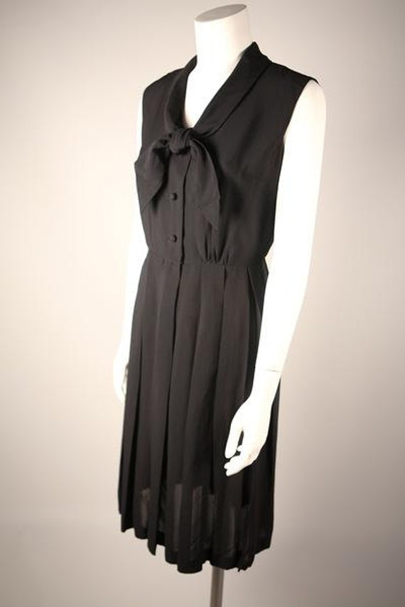 Elegant 1940s Pleated Black Shirt Dress