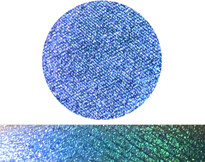 BLUEBERRY TWIST - Chameleon sparkly Pressed eyeshadow / pigment - multichrome blue with green purple pink shift