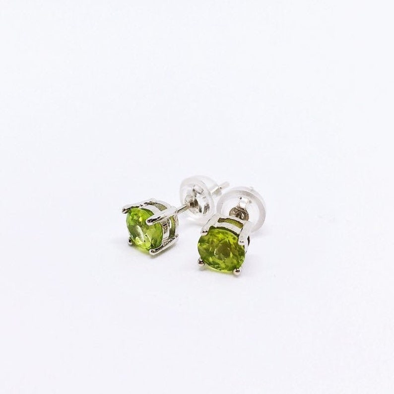 Peridot Stud Earrings Sterling Silver Peridot Ohrringe 5mm image 0