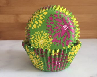 6467787f58e Green with Flowers Cupcake Liners