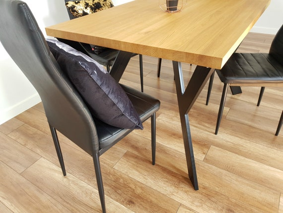 Gambe tavolo in metallo anche per tavole rotonde. Gambe tavolo da pranzo  industriale. Gambe tavolo in acciaio per legno recuperato. Gambe tavolo in  ...