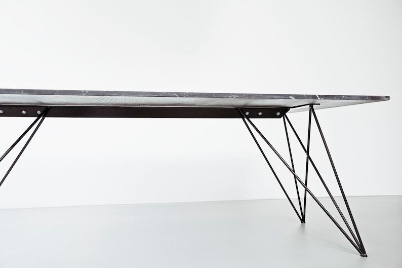 Gambe tavolo in metallo unico per piano di tavolo in marmo e vetro.  Farfalla gambe tavolo per sala da pranzo.