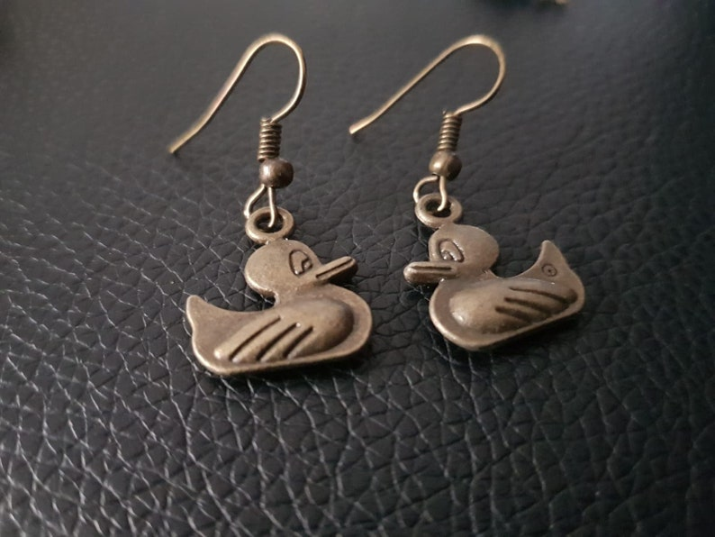 Graceful Garden Bronze Tone Childhood Lovely Toy Duck Dangle Earrings Bronze-Rubber Ducky Ohrringe
