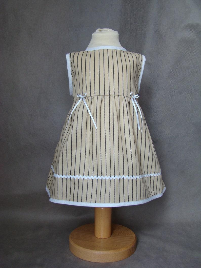74ea76668c4387 Baby Kleid 9 12 Monate in Beige Baumwolle gestreift Navy