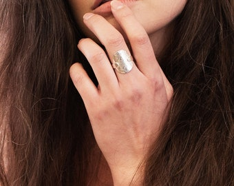 Statement hammered disc ring