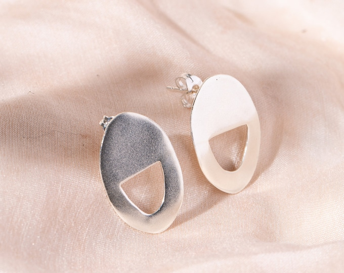 Cut out oval studs