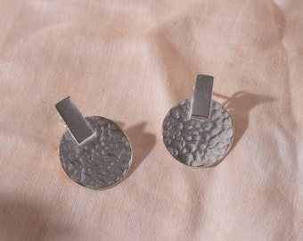 Hammered disc studs