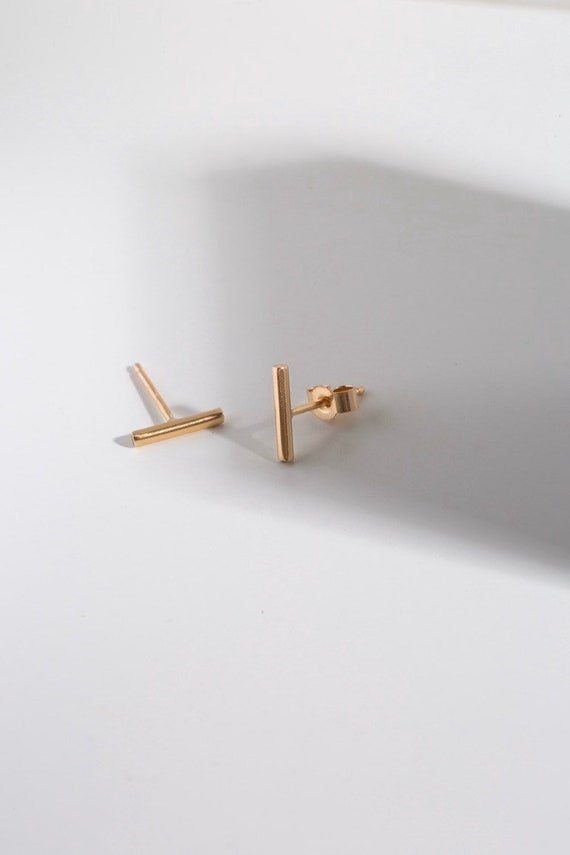 9ct recycled gold bar studs