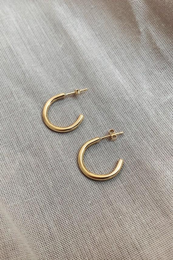 Solid gold hoops | Recycle 9ct gold hoop studs | Pure gold hoop earrings | Minimalist open circle earrings | Simple gold hoops