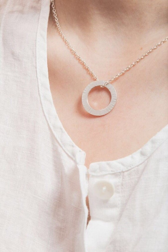 Textured open circle necklace