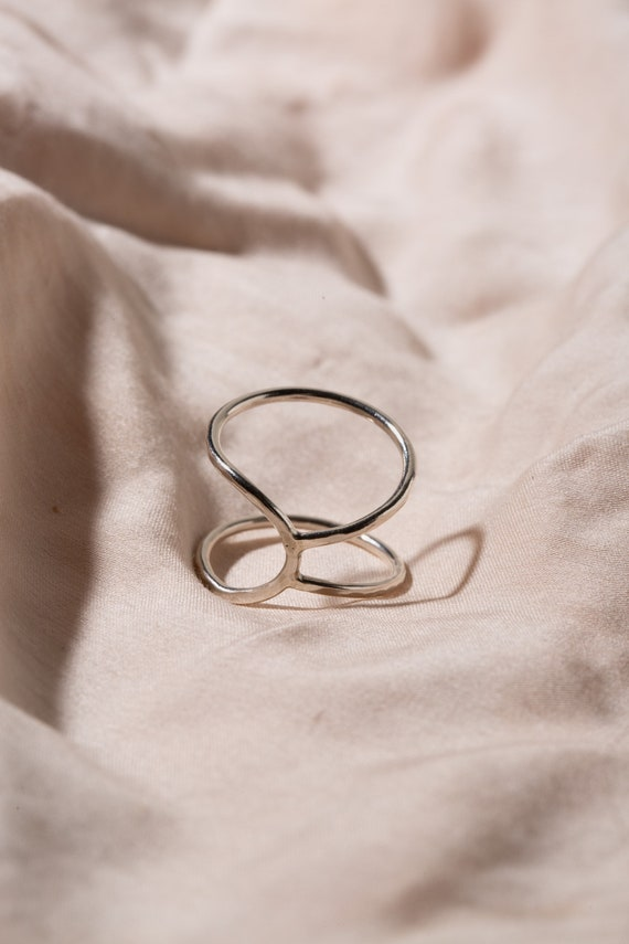 Asymmetric open ring