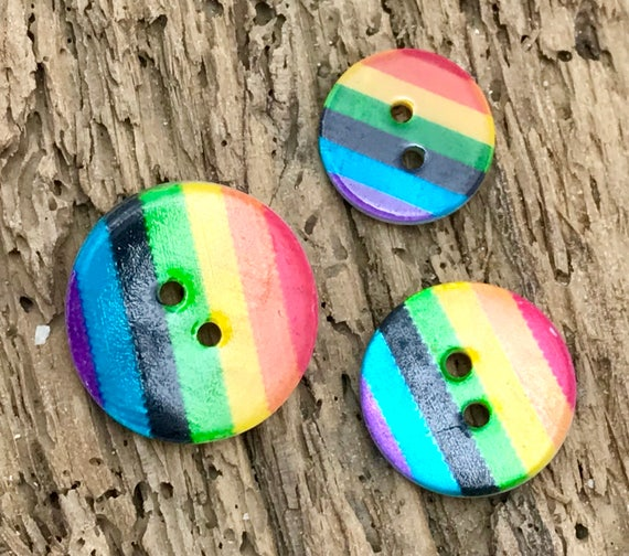 24L Rainbow Stripe Round Button 15mm