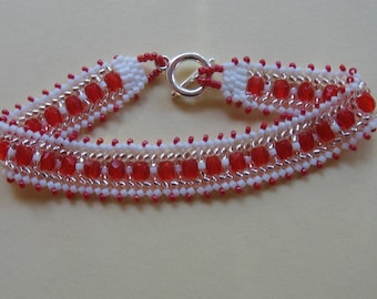 Bracelet woven in delicas and faceted beads