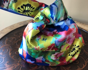 Knot Bag in Tropical Blooms