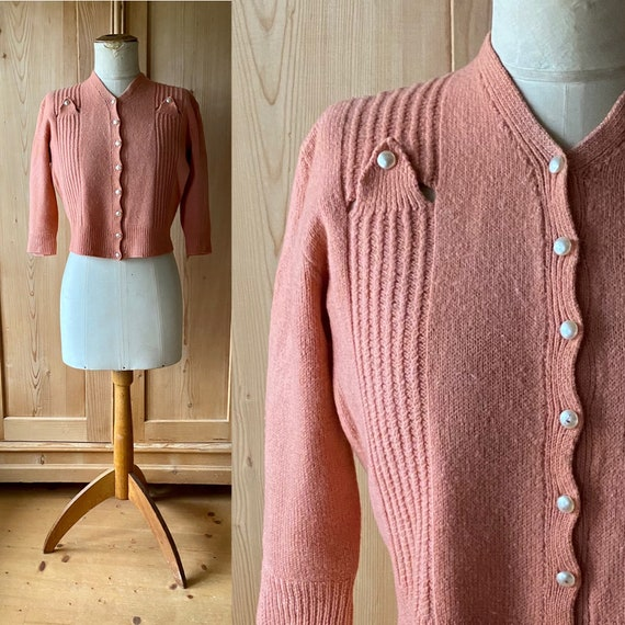 RESERVED 1940s peach knit cardigan with deco detai