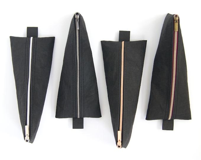quadu pen case – pencil case made of SnapPap plus in black /4 zipper variants