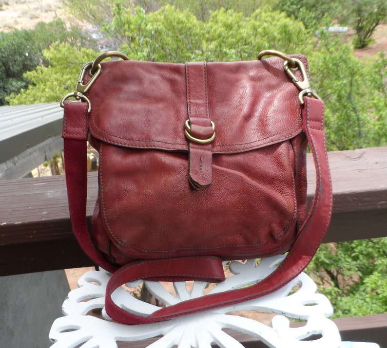 1f577c5a95df Old vintage Real Fossil Red Leather Bag purse maddox Messenger