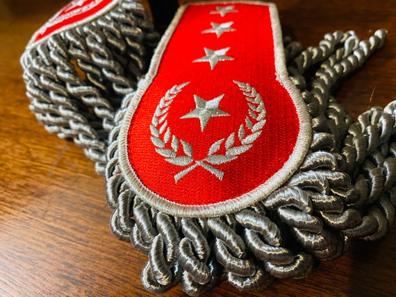 Red and Silver Star Epaulettes Steampunk Military Cosplay Shoulder Decorations Halloween Costume