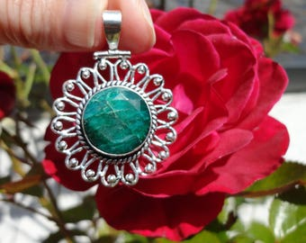 Emerald flower, silver plated pendant