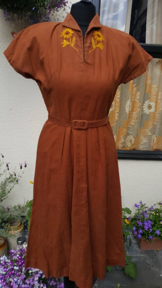 1940s linen dress with embroidered motief