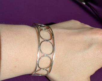 Framed circles open bangle
