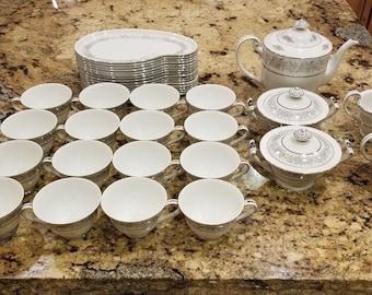 Seyei Fine China Service For 16 Tea Luncheonette Brilliant Pattern 3208 Platinum