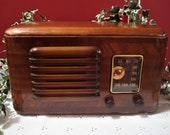 Vintage Wood Cabinet Table Top Radio RCA Victor Model 46X3 Superheterodyne with 5 Tubes and BC Band, ca. 1930 39 s