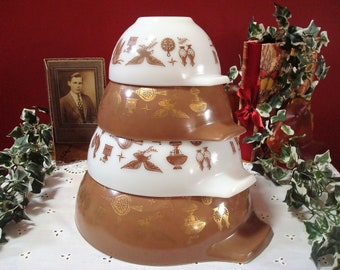 """Vintage Complete Set of PYREX """"Early American"""" Pattern Cinderella Mixing Bowls in Brown and White, ca. 1960's"""