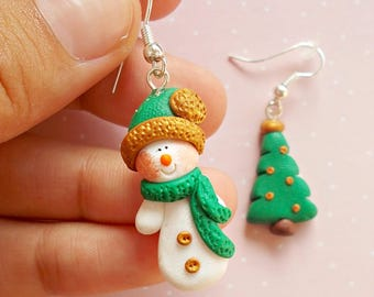 Christmas Earrings - Dangle Earrings - Snowman Earrings - Green Earrings - Christmas Jewelry - Winter Earrings - Snowman Jewelry