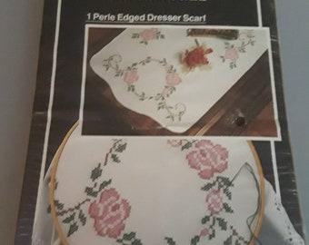"WonderArt Dresser Scarf #1336 Rose Circle 15"" x 42"" Embroidery kit"