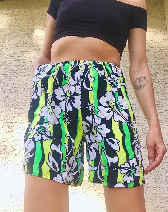 4bbec106dce7 Vintage Hawaiian Floral Tropical hibiscus High Waisted Shorts
