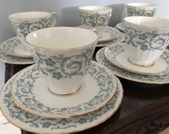 Vintage Duchess Bone China Beverley Pattern 21 Piece Tea Set