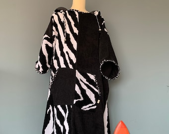 Surfponcho badcape changing towel surfcape black and white