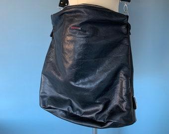Shoulder bag backpack in 1 hobo bag in black leather