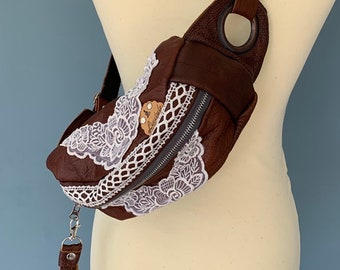 Fanny pack beltbag in brown leather with lace