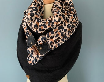 Oversize three-point scarf wrap cloth wood-string closure
