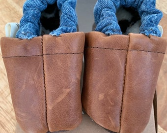 Baby/Children's slippers of leather and jeans