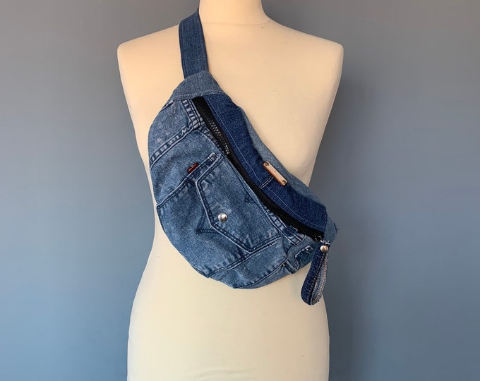 Featured listing image: Fanny Pack bumbag hobotas crossbody bag recycled Levi's Jeans beltbag hip bag