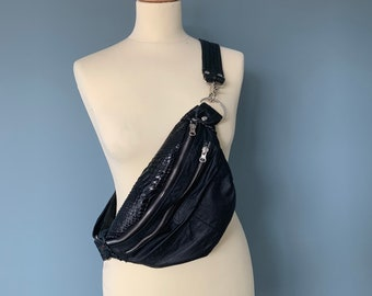 Fanny Pack beltbag black leather and a black scales leather.